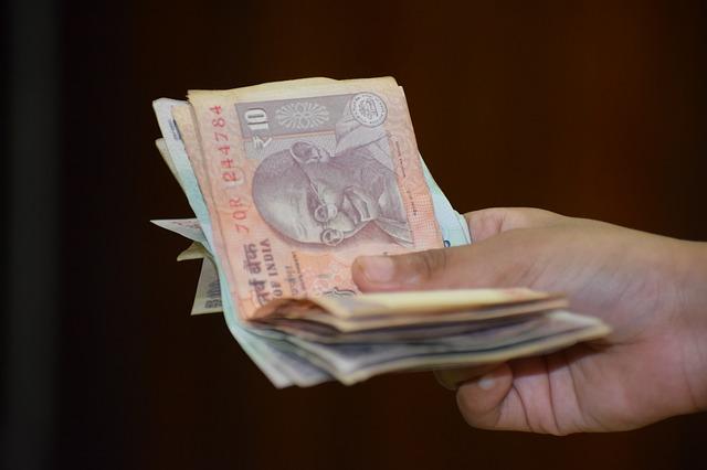 いくら稼いだら確定申告するの?税金はいくら払うの?