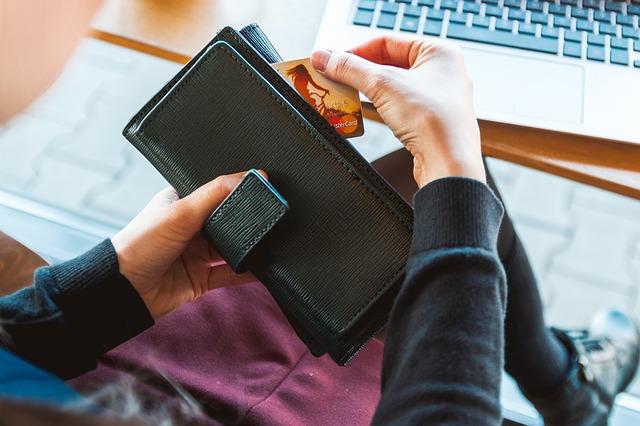 デビットカードの節約効果!家計簿にもなる普段使いにおすすめ!